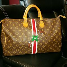 Vintage  Custom Painted Speedy  40 Great bag !! Trade value  850 Louis Vuitton Bags Satchels