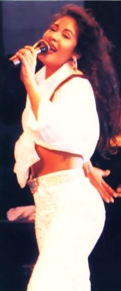 Selena by the outfit Selena Quintanilla Perez, Idole, Don Juan, Female Singers, Aaliyah, Role Models, My Idol, Glamour, Actresses