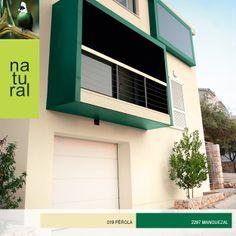 A fachada da sua casa possui linhas modernas? Realce os detalhes com tonalidades fortes e frescas para inovar na decoração! #decor #natural