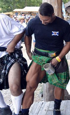 perfect legs for wearing a kilt! It's the VMO that does it for me . Under The Kilt, Scottish Man, Highland Games, Men In Kilts, Komplette Outfits, Tartan Plaid, Gorgeous Men, Sexy Men, Hot Guys