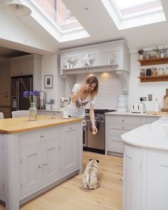 It's Friday! And the weatherman says we have hot weather coming this wknd - dare to hope? . Back home to this little pooch later - I always miss him so much when I'm away. It's always touch and go whether he'll be silly excited to see me or freeze me out for abandoning him. . . . . #kitchen #kitchenstyle #kitchendecor #kitchendesign #me #myhome #home #interior #interiordesign #friday #october #autumn #littlegreene #handmade #kitchenisland #cookerhood #pug #puglife