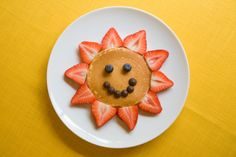 Pancake Sun with Strawberries & Blueberries-Kids breakfast ideas
