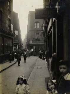 Widegate St looking towards Artillery Passage. On Saturday April 20th 1912, C.A.Mathew walked out of Liverpool St Station with a camera in hand. No-one knows for certain why he chose to wander through the streets of Spitalfields taking photographs that day. It may be that the pictures were a commission, though this seems unlikely as they were never published. I prefer the other theory, that he was waiting for the train home to Brightlingsea in Essex