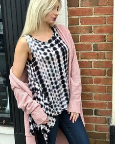 Valentines Day has got us thinking about great pairings...Coffee & Cream New Sandals & a Fresh Pedicure and now the Verona Tie Dye Tank ($38) with this Finders Keepers Long Cardi! ($64) We love how this Cardigan brings out the subtle blush tones in this top...and its just one of our many favorite pairings. Come in to the store to find your perfect match this week!  Buy in-store or have it shipped!  FAST & FREE SHIPPING from Ohio Sanitystyle.com 440.893.9279 sales@sanitystyle.com…