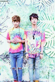 BTS Jin and V That face though. << Jin or Taehyung cuz Jin is looking cute but omg what the hell is v doing ajhbsfksh Namjin, Bts Taehyung, Bts Bangtan Boy, Got7, Foto Bts, K Pop, Seokjin, Jung Hoseok, Saranghae