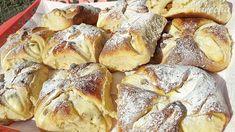 Jemné tvarohové koláče (videorecept) - recept | Varecha.sk French Toast, Bread, Breakfast, Food, Basket, Morning Coffee, Brot, Essen, Baking