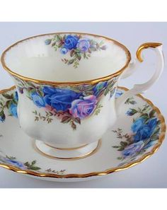 Royal Albert Moonlight Rose tea cup and saucer, You are able to appreciate breakfast or different time times applying tea cups. Tea cups also provide decorative features. Once you consider the tea pot designs, you will dsicover this clearly. Tea Cup Set, My Cup Of Tea, Tea Cup Saucer, Tea Sets, Royal Albert, Antique Tea Cups, Vintage Cups, Vintage Teapots, Vintage China