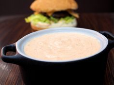 Hampurilaiskastike No Salt Recipes, Sauce Recipes, Cooking Recipes, Street Food, Cheeseburger Chowder, Pesto, Food And Drink, Soup, Fruit
