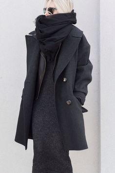 black oversized knit streetstyle chic