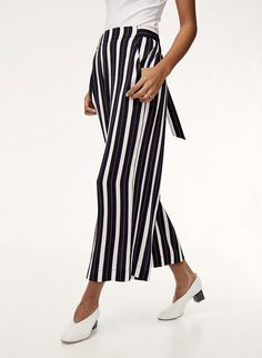 Striped pant, Cropped White Blouse and Block heeled Mules. Block Heels Outfit, Heels Outfits, Toms, New Pant, Cool Style, My Style, Tom Tailor Denim, Stripes Fashion, Stylish Dresses