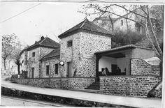 Estación del Ferrocarril eléctrico a Sierra Nevada en Pinos Genil. Enero de 1964. Torres Molina/Archivo de IDEAL