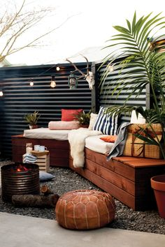 metal fence with reclaimed wood benches - gorgeous!corrugated metal fence with reclaimed wood benches - gorgeous! Cheap Privacy Fence, Privacy Fence Designs, Diy Fence, Cheap Fence Ideas, Fence Art, Small Outdoor Spaces, Small Patio, Small Yards, Small Spaces
