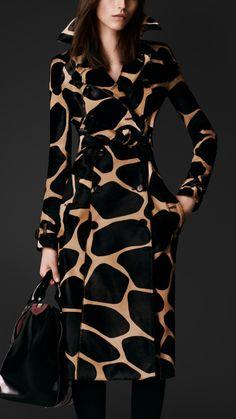 Burberry Prorsum Pre-Fall 2013 Love this Trench Coat. Look Fashion, Fashion Art, High Fashion, Winter Fashion, Womens Fashion, Animal Print Fashion, Fashion Prints, Animal Prints, Looks Style