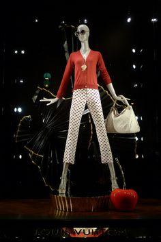 Vitrines Louis Vuitton - Paris & Amsterdam, février 2012 www.instorevoyage.com   #in-store marketing #visual merchandising