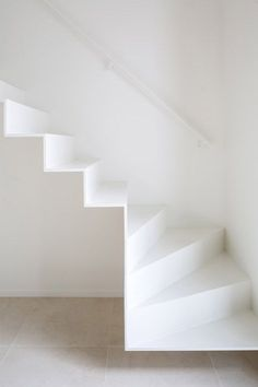 Minimalist staircase solutions design / I've noted a general growth of interest in minimalist interior design recent years. So I would like to share some samples of modern construction solutions of contemporary staircase design / Darya Girina White Staircase, Interior Staircase, Modern Staircase, Staircase Design, Interior Architecture, Interior Design, Floating Staircase, Dezeen Architecture, Staircase Architecture