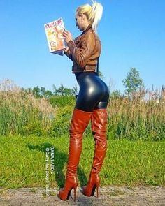 💋💋🖤❤📯 - - 💋💋🖤❤📯 Source by frankiedefoe Sexy Legs And Heels, Sexy Boots, Sexy High Heels, High Leather Boots, Leather Pants, Crotch Boots, Leder Outfits, Thigh High Boots, Girls Jeans