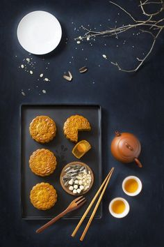 Mooncake Guide with Mooncake Recipes - Chowhound Food Photography Tips, Cake Photography, Landscape Photography, Asian Recipes, New Recipes, Sushi Recipes, Game Recipes, Turkish Recipes, Fudge Recipes