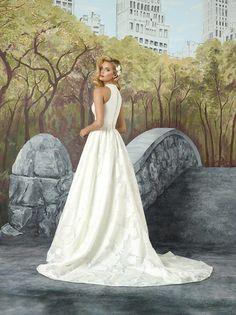 5aa55515059e Brudekjoler i et romantisk univers. Meget enkel brudekjole uden perler og andet  pynt. Det store skørt ER stort ...
