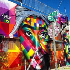 It's hard not to share such a dope classic piece like this from @kobrastreetart // #streetart #tupac #biggie #art #graffiti #mural #dossblockos #palelager #east9thbrewing