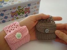 Crochet bracelet with practical purse. Weaving almost in one piece. Is very… – # crochet bracelet Bracelet Crochet, Crochet Wallet, Crochet Keychain, Crochet Purses, Crochet Gifts, Cute Crochet, Easy Crochet, Crochet Baby, Crochet Phone Cases