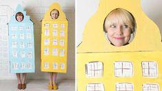 Déguisement en carton maison scandinave bleue et jaune