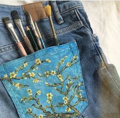 Artwork painted jeans , aesthetic and beautiful Painting on clothes with vibrant acrylics for a spring and fall outfit Hipster Vintage, Style Hipster, Mode Vintage, 90s Style, Painted Jeans, Painted Clothes, Hand Painted, Painted Shorts, Diy Clothes Paint