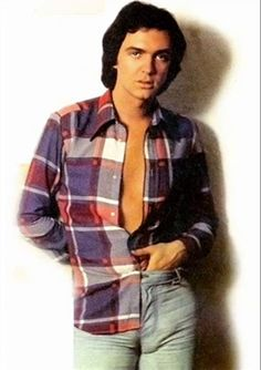 Camilo Sesto (born: September Alcoy, Spain) is a Spanish singer, music producer and composer. He is one of the most famous Spanish singers. He sings romantic pop in the Latino genre. Poses, Pretty People, Valencia, Superstar, Spanish, Men Casual, Singer, Mens Tops, Astro