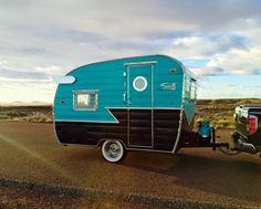 1963 Shasta Compact Shasta Shasta Trailer, Shasta Camper, Tiny Camper, Cool Campers, Truck Camper, Camper Life, Tiny Trailers, Vintage Campers Trailers, Retro Campers