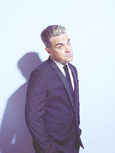"""Robbie Williams in Düsseldorf: Mit seinem Album """"Swings Both Ways"""" ist er auf großer Deutschland-Tour. Die Platte ist Williams' zweite Swing-CD, die erste erreichte 2001 fünffach Platin. Dass er in der Zwischenzeit nichts von seinem Lausbuben-Charme eingebüßt hat, merkt man schnell bei seinen Liveshows. Mehr: http://www.coolibri.de/redaktion/musik/0514/robbie-williams-in-duesseldorf.html"""