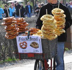 Per tutti quelli che hanno voglia di andare a #Berlino alla vista dei pretzel, guardate le nostre #offerte di Volo+Hotel da 41€ ! #Localista #food #photo