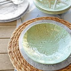 beach dinner party place settings. CHIC COASTAL LIVING