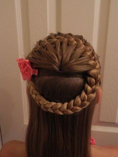 This big braid wrapping the crown of the head goes long on creativity & style - Flechtfrisuren Cute Braided Hairstyles, Baby Girl Hairstyles, Princess Hairstyles, Pretty Hairstyles, Hairdos, Hairstyle Ideas, Girl Hair Dos, Toddler Hair, Hair Kids