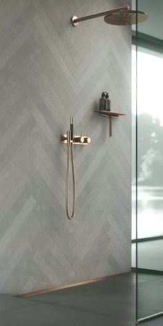 Amazing Bathroom Decor Ideas This bathroom is a .- Erstaunliche Badezimmer Dekor Ideen Dies Badezimmer ist ein Ort in Amazing bathroom decor ideas This bathroom is a place in - Copper Bathroom, Bathroom Wall, Master Bathroom, Wall Tile, Bathroom Design Small, Modern Bathroom, Bathroom Designs, Modern Room, Bathroom Furniture