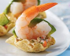Mini Shrimp Tacos - Shrimp, lime coleslaw and avocado in a tortilla scoop. Finger Food Appetizers, Yummy Appetizers, Appetizers For Party, Appetizer Recipes, Seafood Recipes, Mexican Food Recipes, Cooking Recipes, Great Recipes, Favorite Recipes