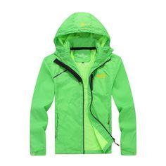 Pánská podzimní šusťáková bunda s kapucí ZELENÁ – VELIKOST L Na tento produkt se vztahuje nejen zajímavá sleva, ale také poštovné zdarma! Využij této výhodné nabídky a ušetři na poštovném, stejně jako to udělalo již … Fall Jackets, Men's Jackets, Green Coat, Jacket Pattern, Hooded Jacket, Hoods, Sportswear, Rain Jacket