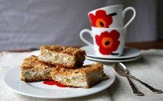 Mesiangervoinen rahka-raparperipiirakka / Quark-rhubarb pie by Sillä Sipuli (http://sillasipuli.blogspot.fi/).