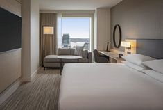 Where to Stay in Seattle: Hyatt Regency Seattle Seattle Vacation, Seattle Hotels, Seattle Travel, Downtown Restaurants, Modern Properties, Hotel Room Design, Hotel Concept, Embassy Suites, Lounge Areas