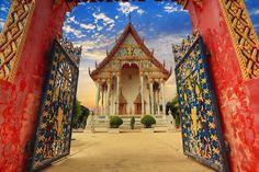 Thai temple by Prachit Punyapor