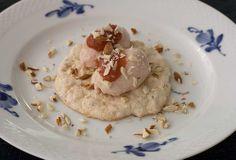Skyr is med rabarber og mandelmarengs