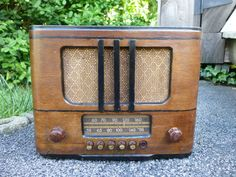 Vintage RCA Victor 95T5 Push Button Tube Radio 1938/39 Police Wood Case