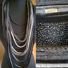 Sjaal Ketting in Antraciet en Grijstinten en een Grijs wollen item met 1 losse zwarte Kralenketting door DKNenzo op Etsy