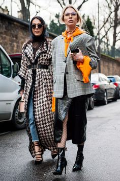 Fall Street Style Outfits to Inspire fashion week fall street style outfit Street Style Outfits, Look Street Style, Street Style 2017, Street Style Trends, Autumn Street Style, Mode Outfits, Fashion Outfits, Fashion Trends, Street Styles