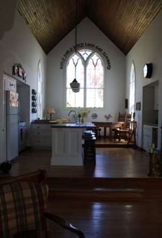 CANADIAN CHURCH HOME. INTERIOR. BUILT IN 1863 AS THE HOLY TRINITY CHURCH WAS RENOVATED IN 2007 AS A HOLIDAY HOME. ANNAPOLIS ROYAL, NOVA SCOTIA. CANADA.