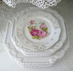 Shabby Chic, Flea Markets, Cooking, Spending Romantic Time with My Hubby, Re-purposing. Vintage Plates, Vintage Dishes, Vintage China, Vintage Tea, Vintage Dishware, Antique Dishes, Vintage Beauty, Beautiful Table Settings, Romantic Cottage
