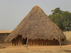 Už dříve lidé věděli, jak si správně postavit dům . Výhodou domů postavených ze slámy je velmi dobrá tepelná izolace