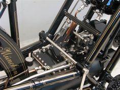 1894 four-valve Hildebrand & Wolfmüller https://www.yesterdays.nl/site/wp-content/uploads/2017/04/Hildebrand-Wolfmuller-3.jpg