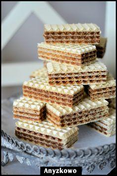 Kakaowe wafle       Wafelki które przypominają jeden ze smaków dzieciństwa.   Koniecznie przygotowane z margaryną.     Składniki :   opako...