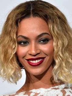 Beyoncé at the 2014 Grammy Awards: http://beautyeditor.ca/2014/01/27/grammys-2014/
