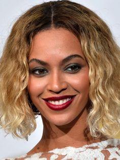 Beyoncé at the 2014 Grammy Awards: http://beautyeditor.ca/2014/01/27/grammys-2014/