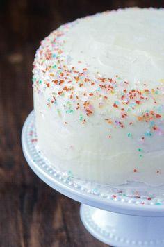 Vanilla Dream Cake Vanilla Dream Cake Recipe, Homemade Vanilla Cake, Halloween Desserts, Chocolates, Just Desserts, Delicious Desserts, Vanilla Buttercream Icing, Cake Recipes, Dessert Recipes